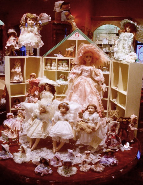 File:Doll House by meellieellieellie.jpg